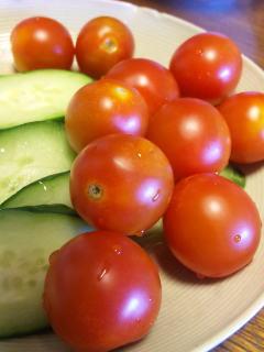 プチトマトとキュウリ